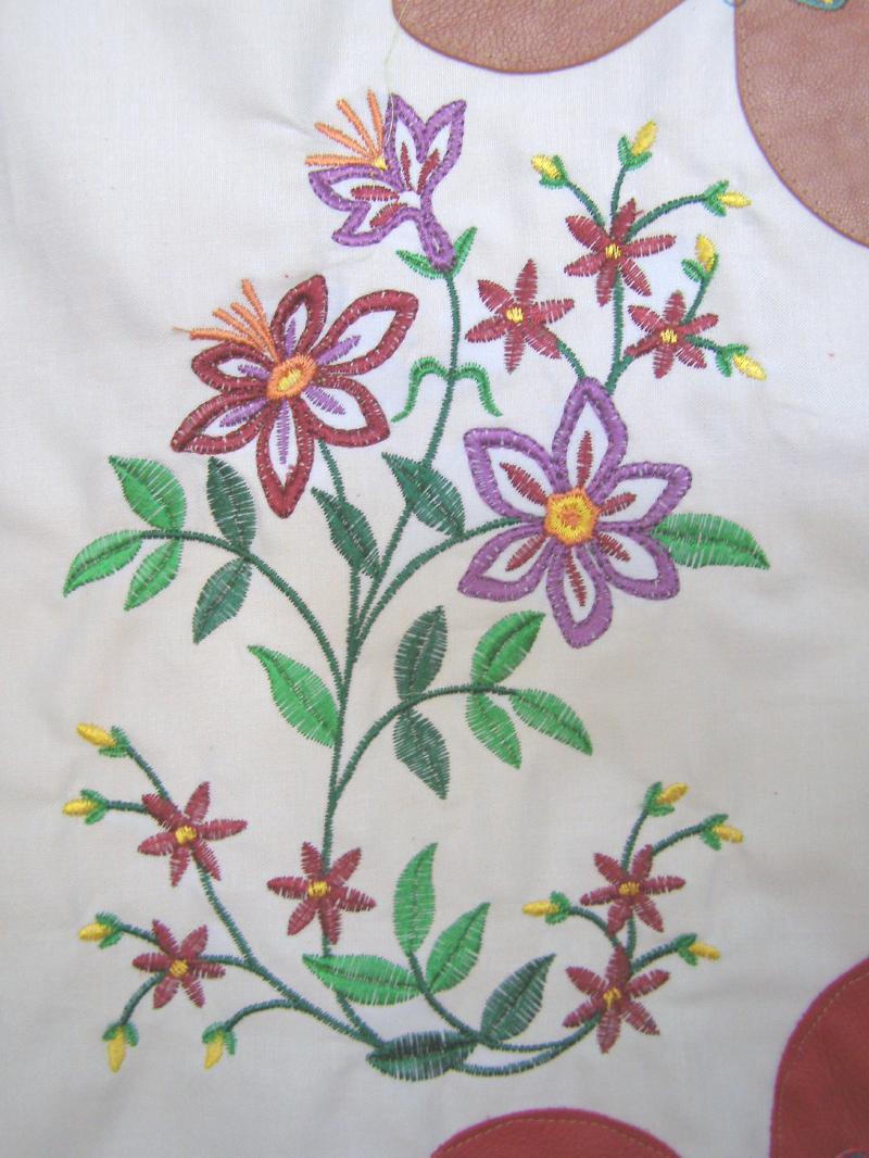 emb flower 1.jpg