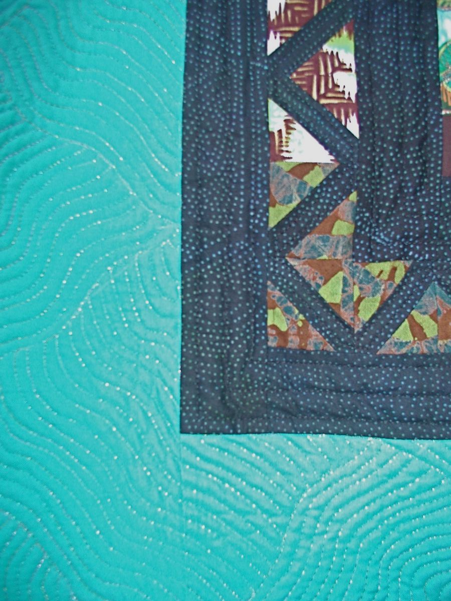 closeup of the grate border, and the quilting in the green border